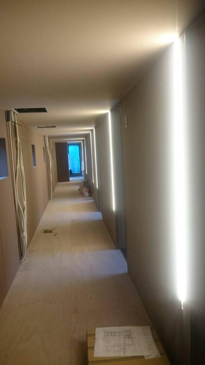 住宅で中々600㎡室内塗装はありませんが、新築でしたので、仕上げ工事はかなり職人も気を使っております!