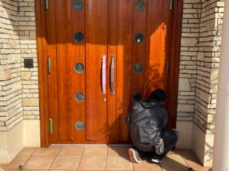 令和2年2月21日 更新! 福山市木製扉塗装リニューアル工事